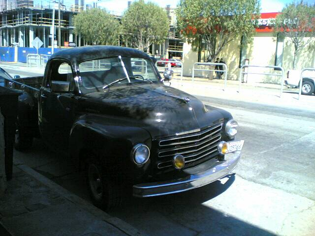 Mon 14:03:2005 12:34 Studebaker truck @ corner of 4th and Brannan